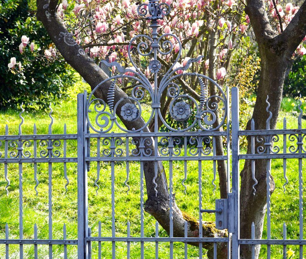 portail gris métal
